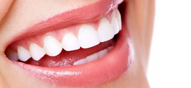 吃这些食物能让牙齿越来越白
